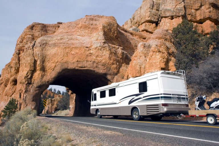 Travel Trailer vs. Motorhome (Pros and Cons)