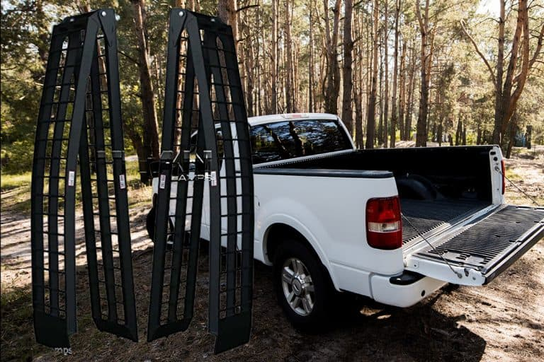 How to Choose a Pickup Truck Loading Ramp? [Inc. 10 Examples]