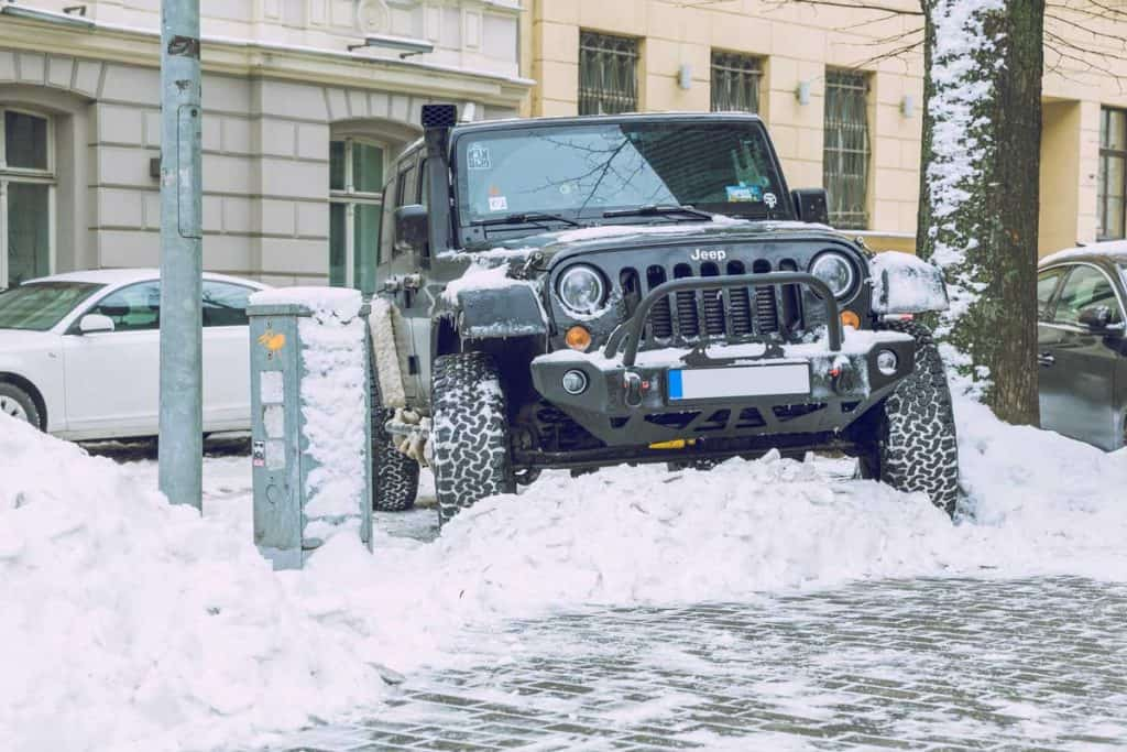 2019 Black jeep wrangler unlimited trekking snow