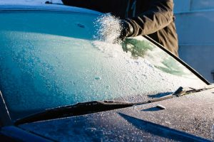 How to Keep the Windshield from Freezing While Driving