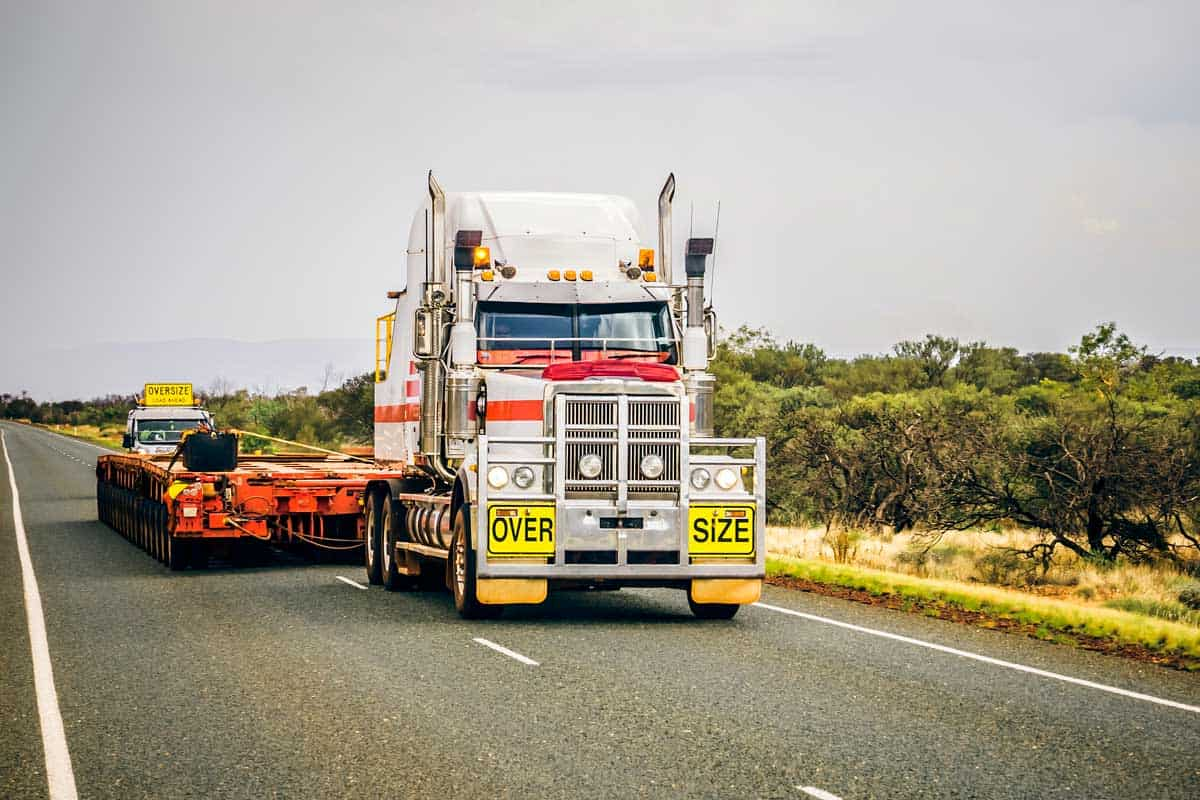 An image of an oversize road truck
