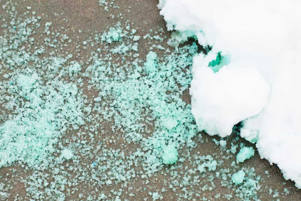 Ice melting due to ice melting agent