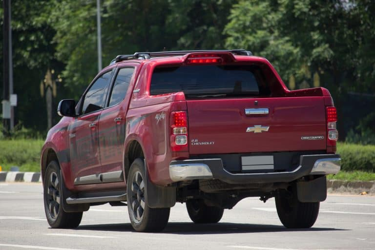 A Chevrolet Colorado high country moving down the road, How Many Miles Will A Chevy Colorado Last?