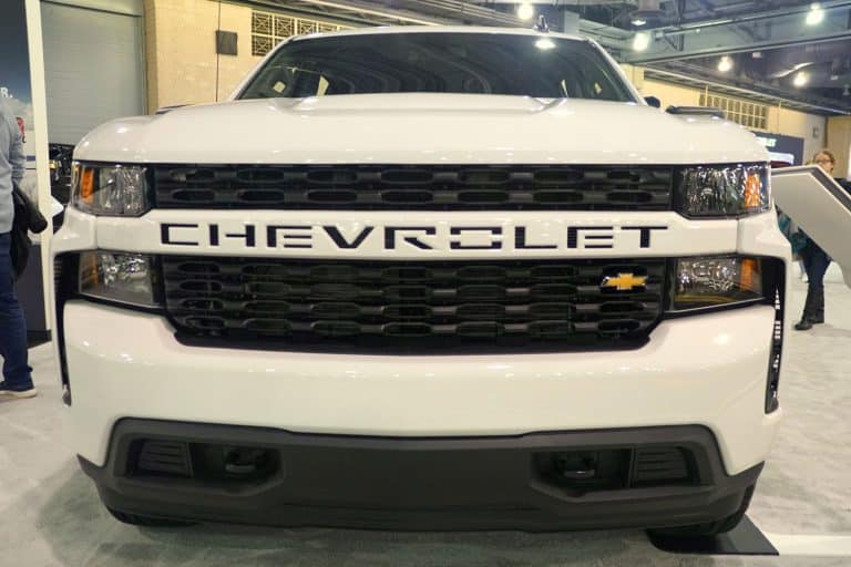 The front view of the brand new 2020 Chevy Silverado 1500 4WD truck in white color