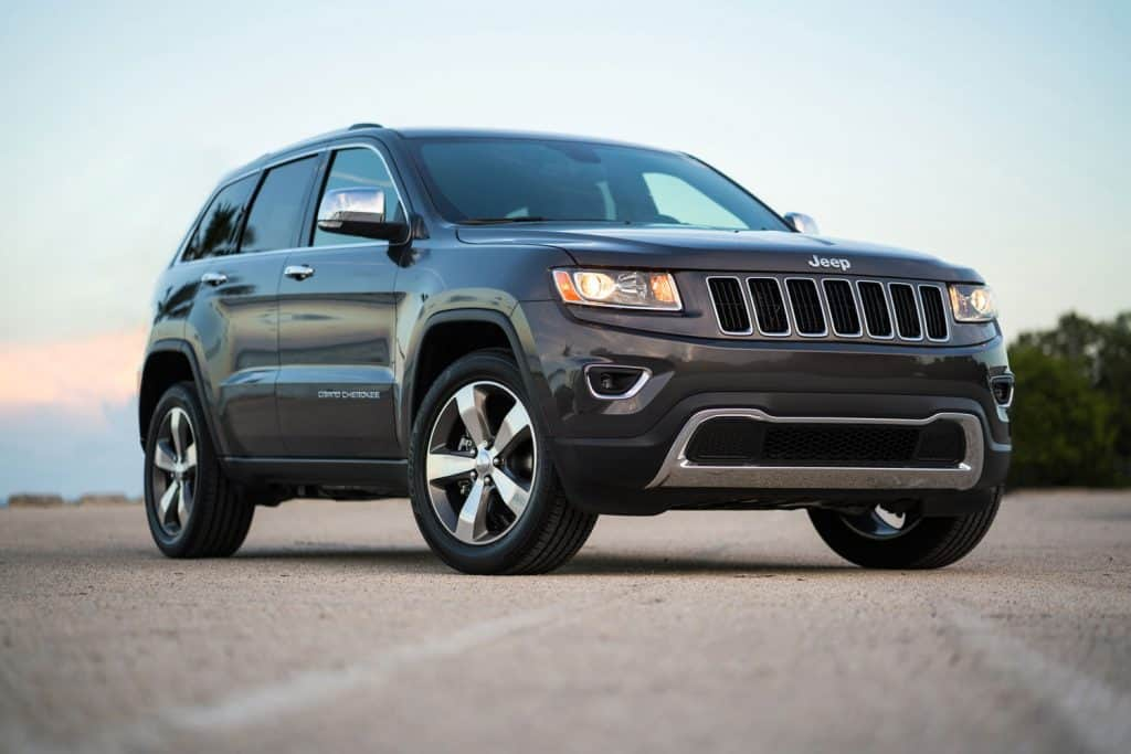 Graphite Jeep Grand Cherokee Limited 2016 SUV on a parking lot close to the sea