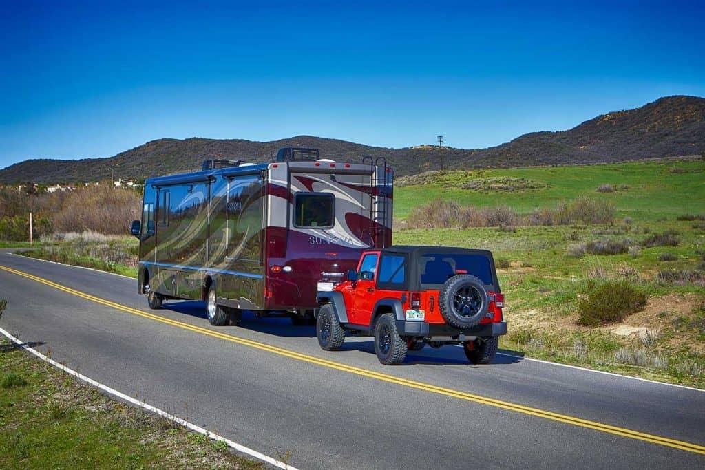 Itasca Sunova pulling a 2015 Jeep Wrangler