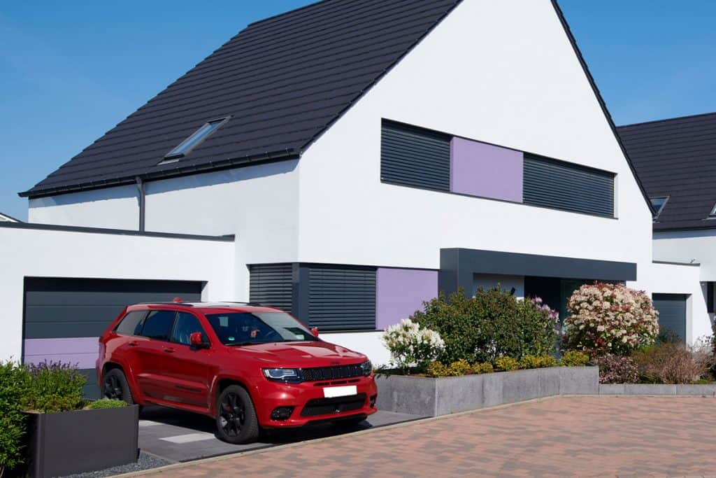 Modern one-family houses in the development area of Willich (close to Duesseldorf and Krefeld), a red Jeep Grand Cherokee is parked beside one of the houses, How Long Does A Jeep Grand Cherokee Last?
