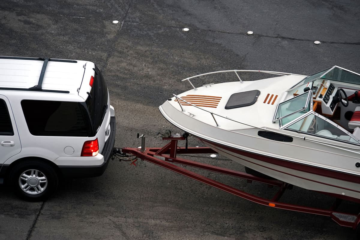 A ford expedition backing a speedboat
