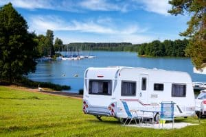 Read more about the article 8 Best Hybrid Travel Trailers For 2021