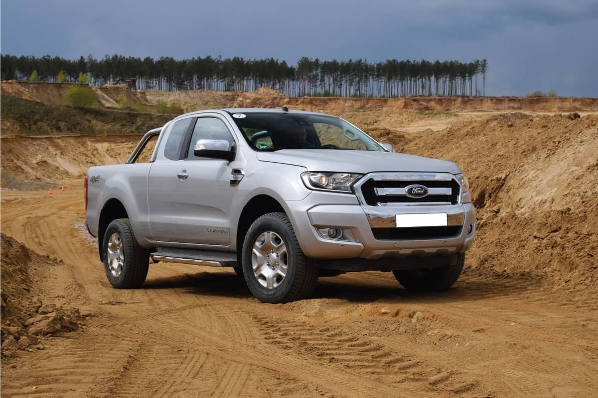 Ford Ranger stopped on the dirt road