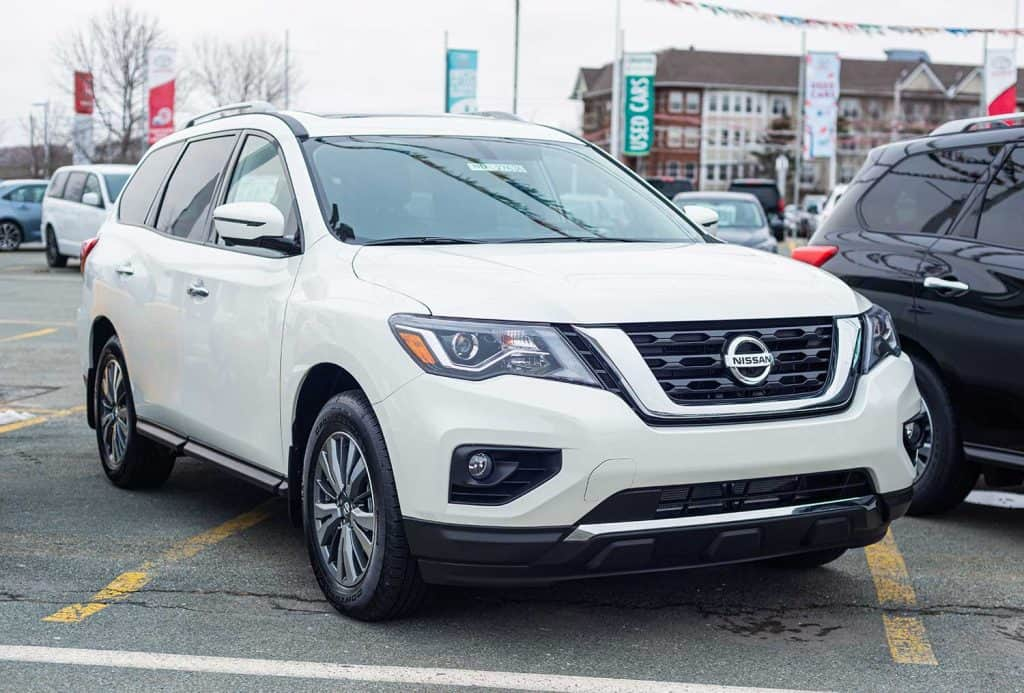 2020 Nissan Pathfinder sport utility vehicles at a dealership