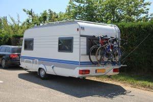 Do Camper Outlets Work On Battery?