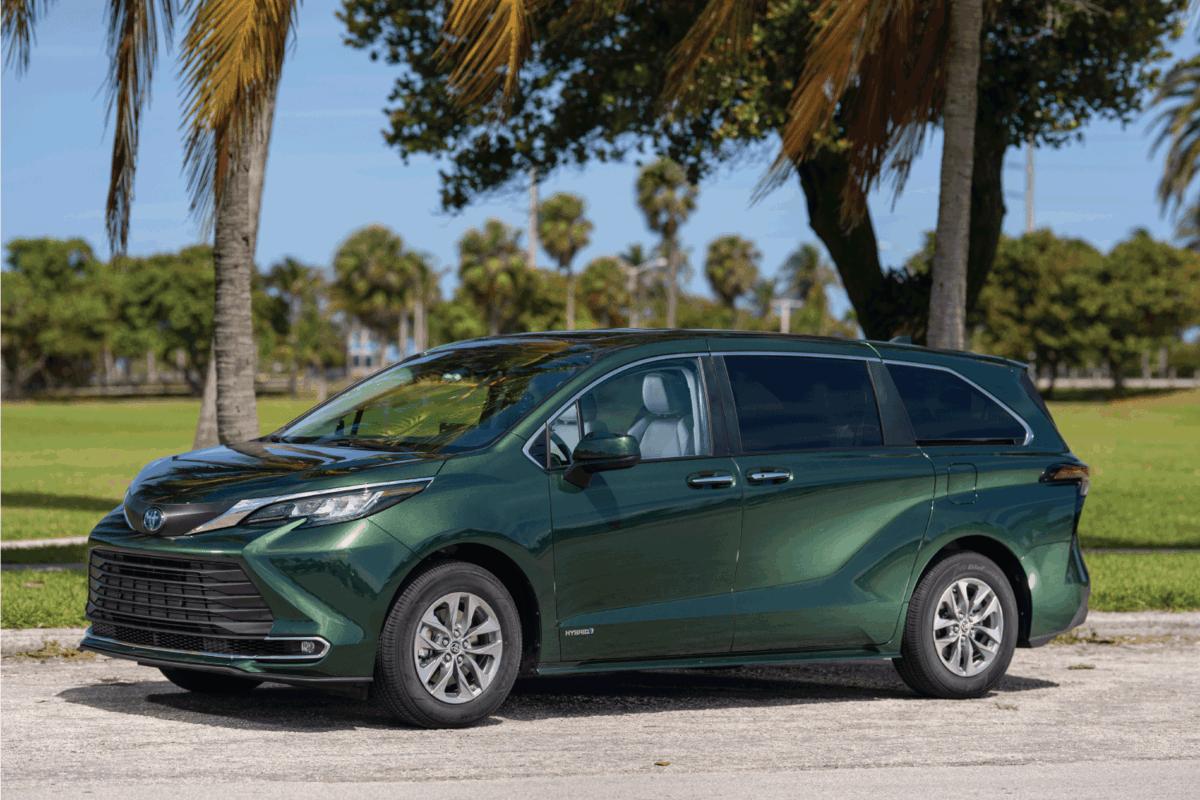 all wheel drive minivan green car, toyota sienna