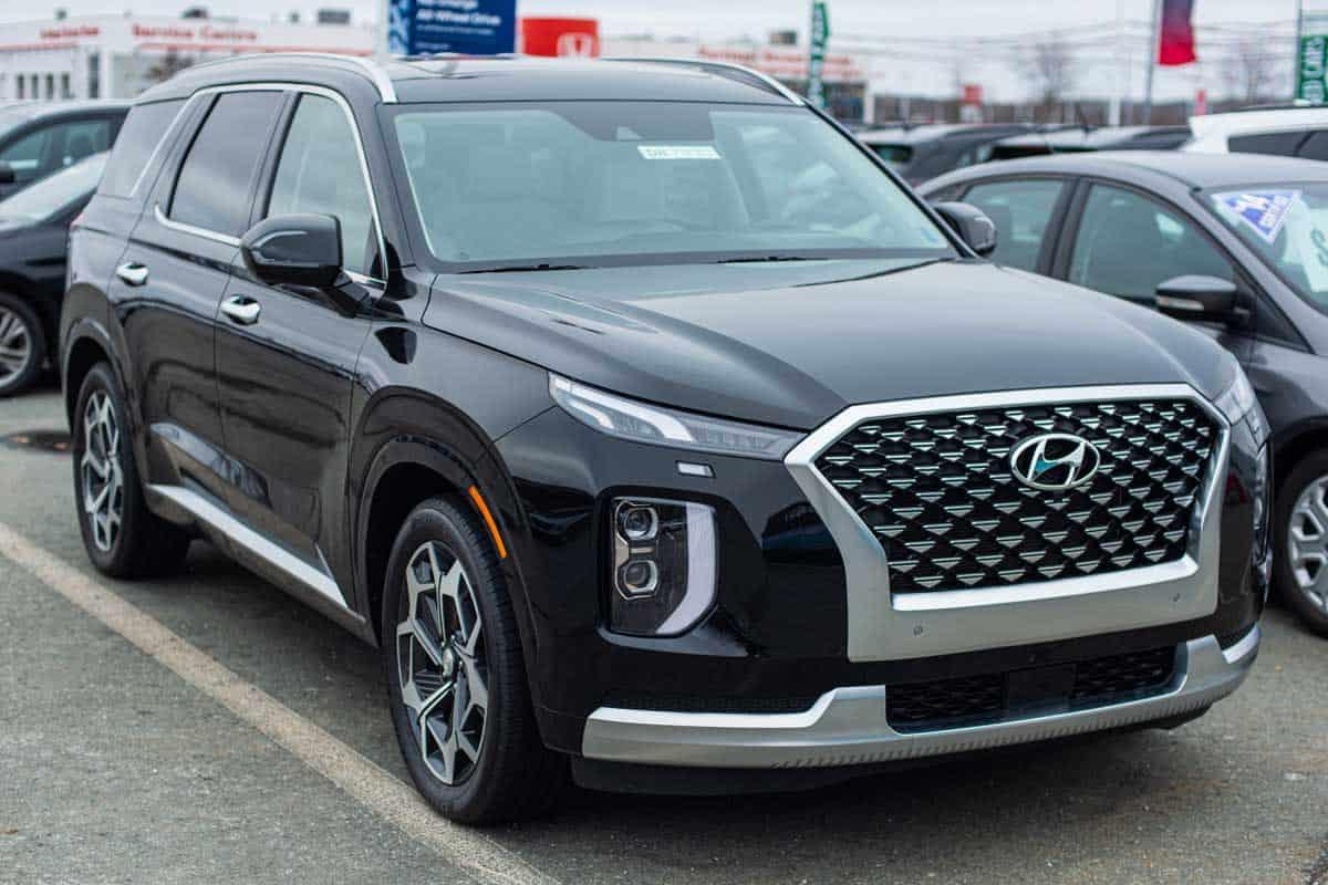 2021 Hyundai Palisade seven passenger sport utility vehicle at a car dealership, Does The Hyundai Palisade Have A Third Row?