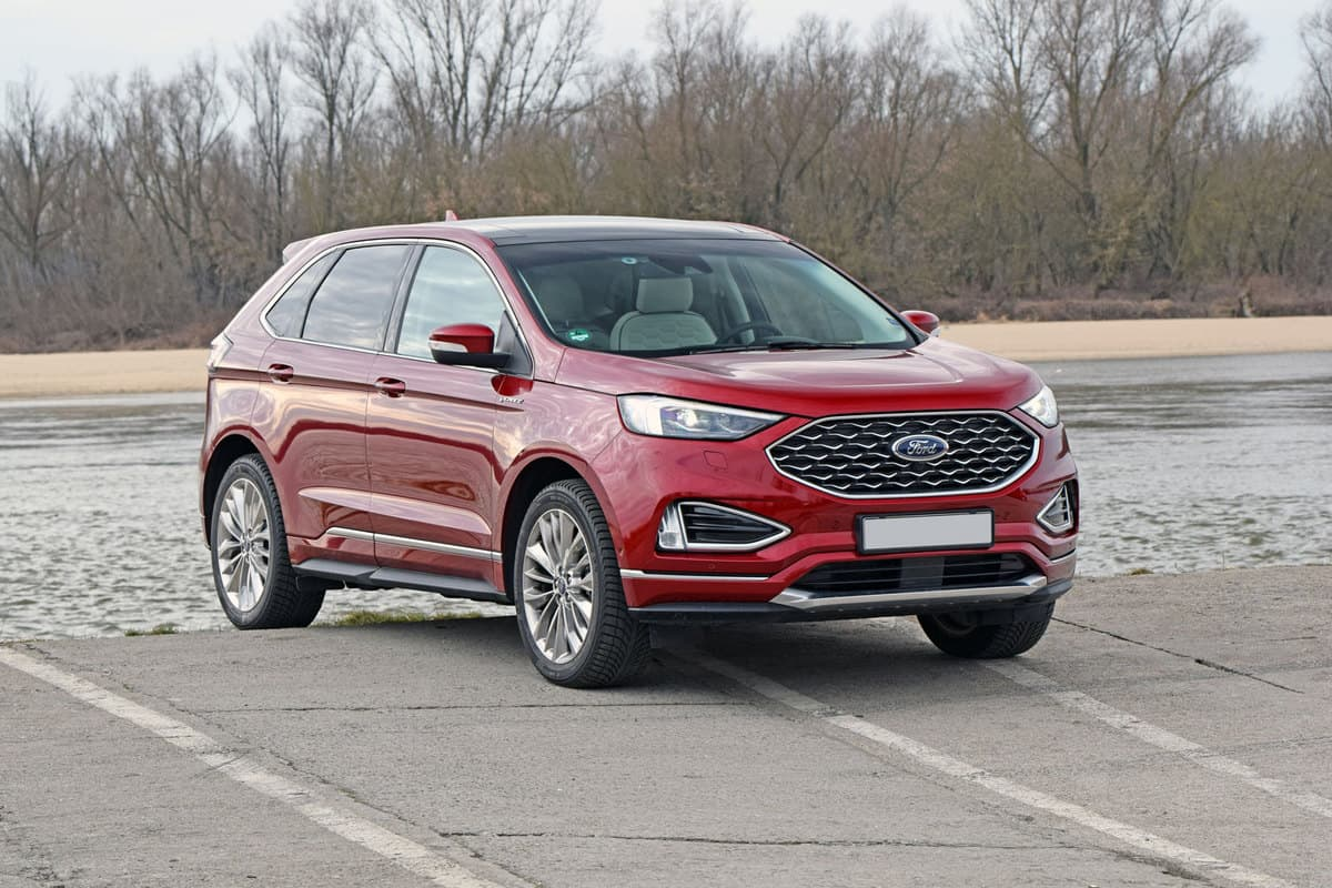 A Ford Edge photographed in a parking lot