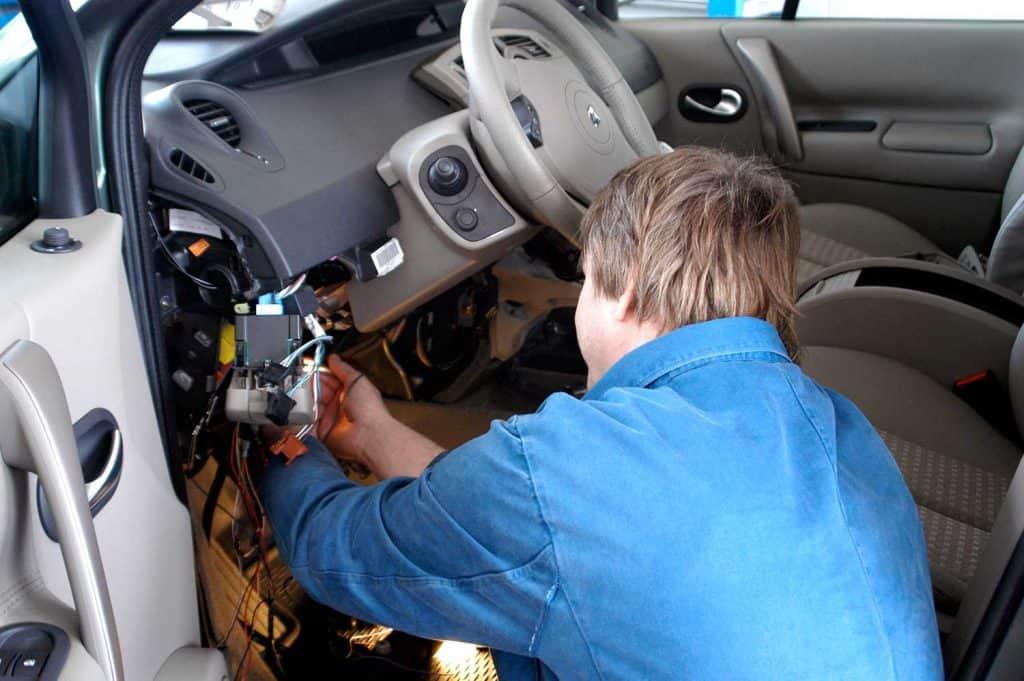 Auto mechanic repairing car system