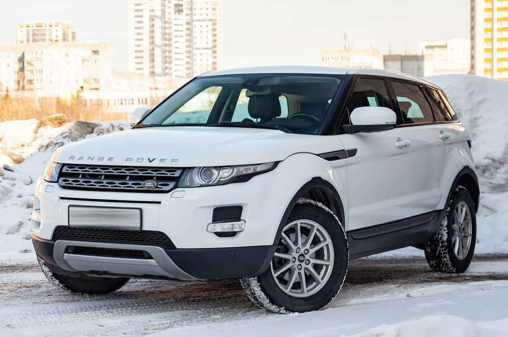 Front view of Range Rover Land Rover Evoque in a winter day