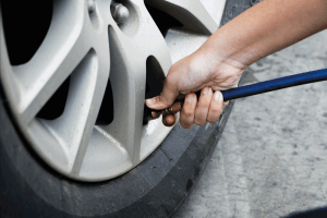 Read more about the article What Should Tire Pressure Be On Ford Transit? [Breakdown By Model And Year]