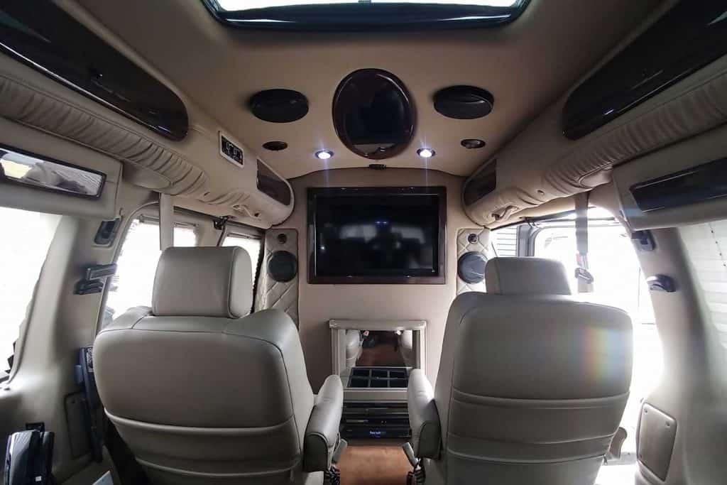 GMC Savana tuning interior