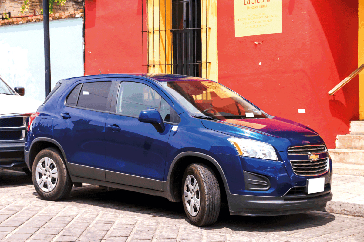 blue chevrolet trax parked beside the city street