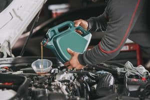 Read more about the article Do Car Dealerships Change Oil Before Selling?