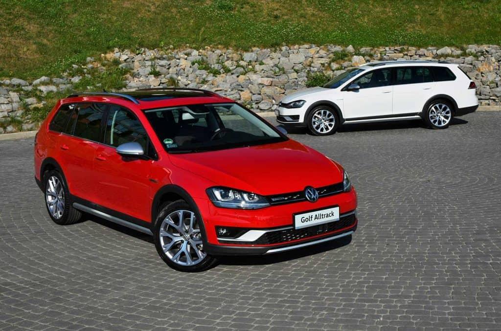 Volkswagen Golf Alltrack vehicles stopped on the parking