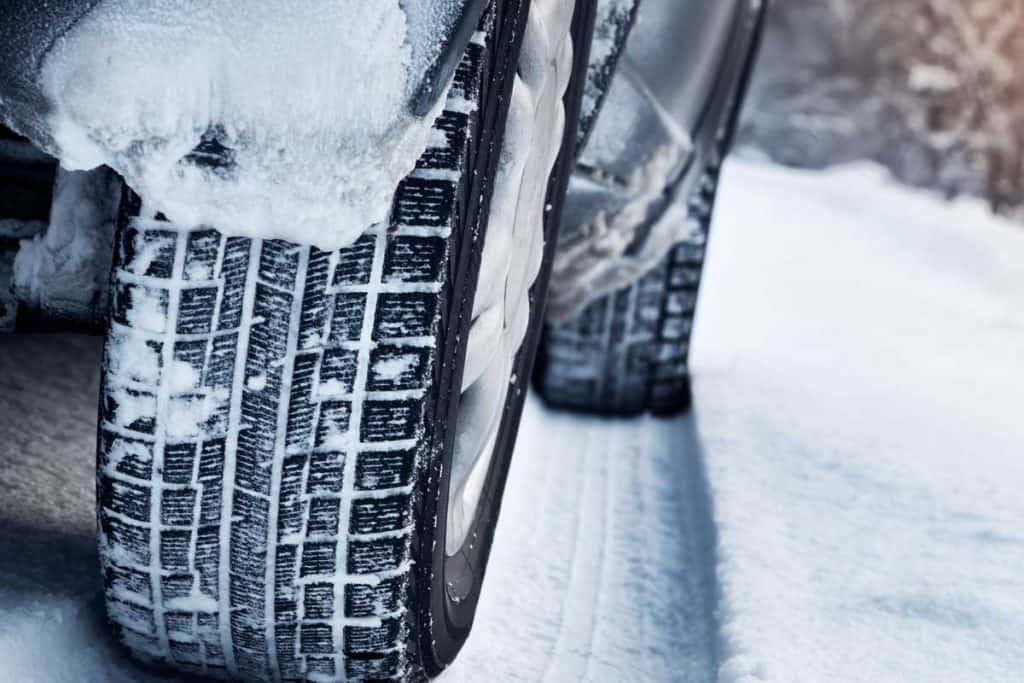 Close up of car tires in winter on the road covered with snow, Do Tires Expand Or Shrink In The Cold?